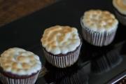 cupcakes de chocolate com nozes cobertura de suspiro