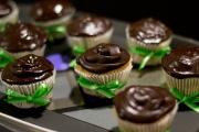 cupcakes com ganache de chocolate meio amargo